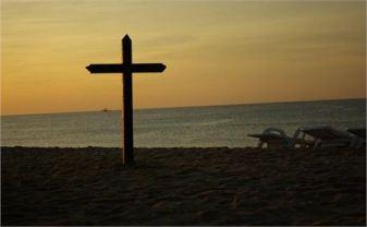 cross-beach-by-hason-sheveland-free-photo-1566
